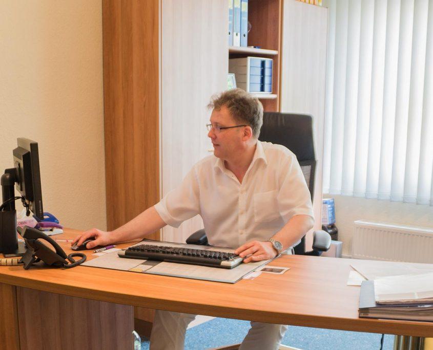Dr. med. Christof Etien